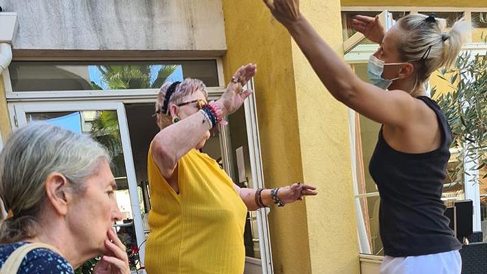 Animation Thé dansant pour nos résidents de la Bastide de Pégomas